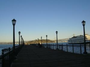 フェリービルディングの桟橋で